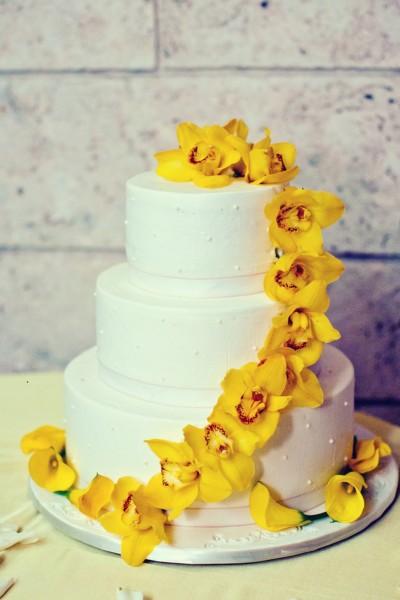 Желтый торт на свадьбу