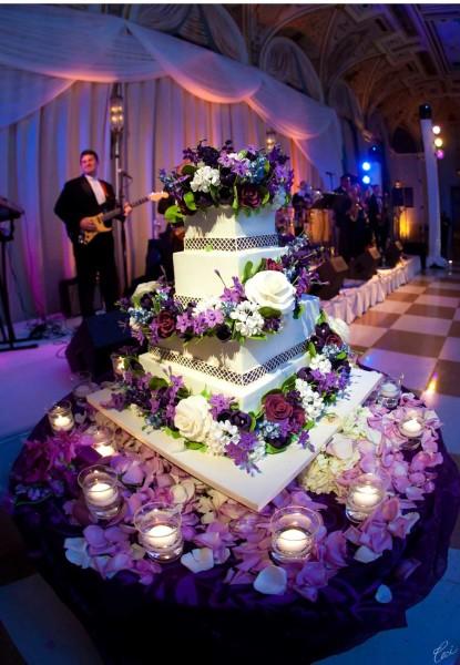 банкет на фиолетовой свадьбе