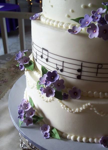 торт на фиолетовую свадьбу